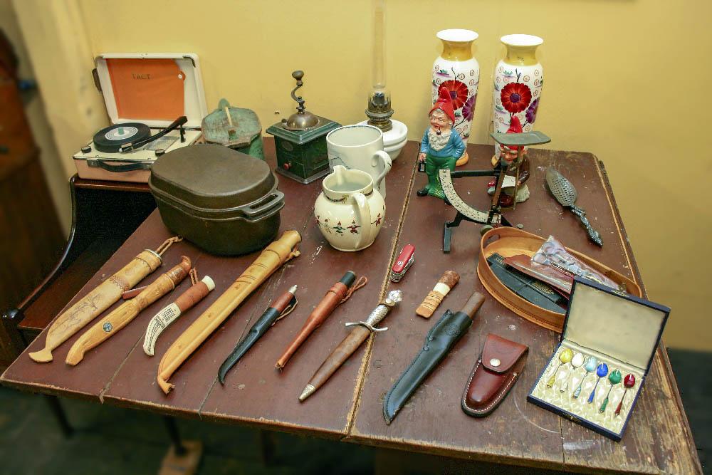 Diverse knivar med mera.